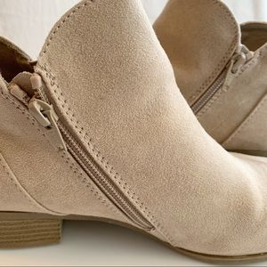 AriZona Jean Co. Suede Ankle Boots • Size 8.5 W